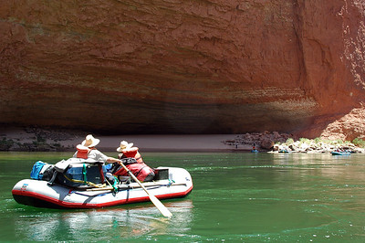 Another mile down river, we landed at Redwall Cavern for lunch.